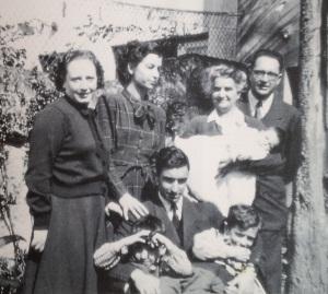 Porto, 29 de Março de 1950 - Em casa dos sogros, na Travessa do Bessa (da esq. para a dir.): Maria Helena, esposa de Óscar Lopes, Mécia de Sena, sua mãe Irene Leça, Jorge de Sena e Óscar Lopes com os filhos.